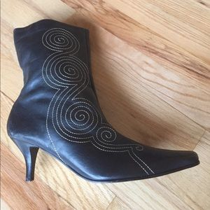 """Size 10 Black leather boots with a  2 1/2"""" heel"""